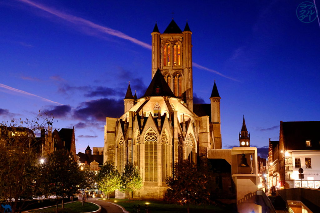Le Chameau Bleu - Blog Voyage Gand - Eglise Saint Nicolas by Night