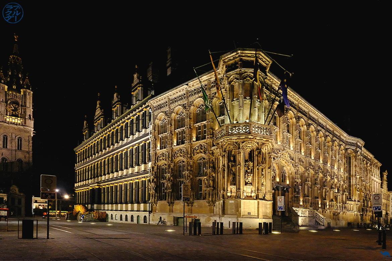 Le Chameau Bleu - Blog Escapade Gand Belgique - Hotel de ville de Gand la nuit