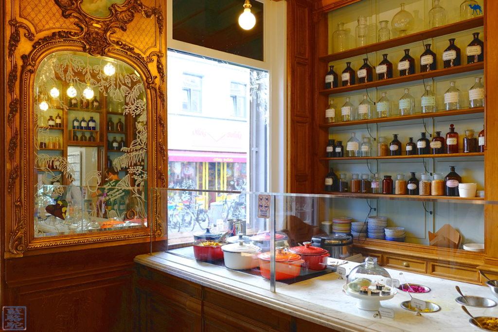 Le Chameau Bleu - Blog Voyage Restaurant Gand Belgique - Comptoir du restaurant Bio Le botaniste Gent