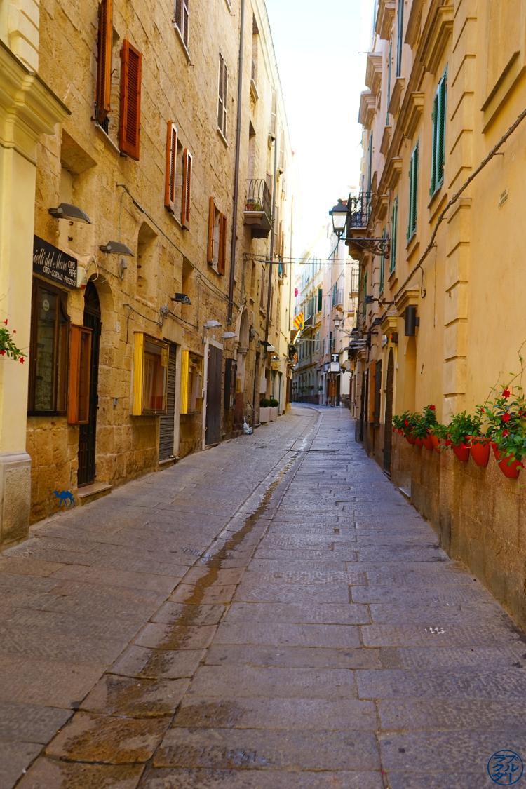 Le Chameau Bleu -Blog Voyage Alghero Sardaigne - rue d'Alghero - Sardaigne - Italie
