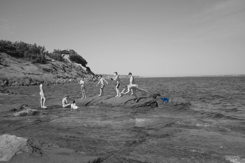 Le Chameau Bleu -Blog Voyage Sardaigne - Les petits plongeurs de Calasetta Sardaigne sardines Italie