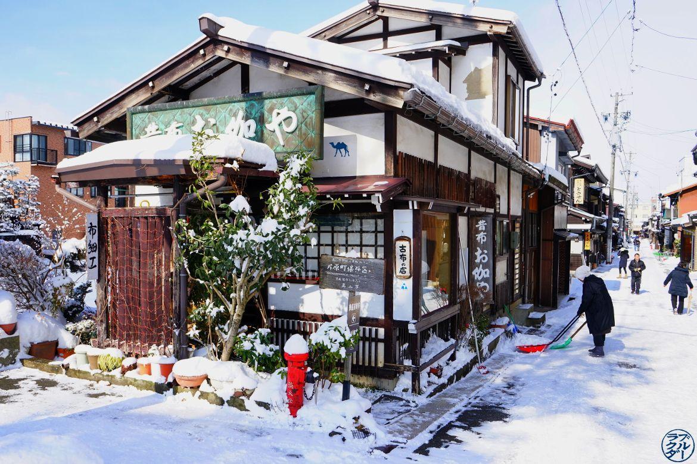 Maison Traditionnelle de Takayama sous la neige - Le Chameau Bleu Blog Voyage Takayama