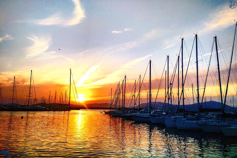 Le Chameau Bleu - Blog Voyage Alghero Sardaigne - Coucher de soleil Port d'Alghéro - Méditerranée Sardaigne