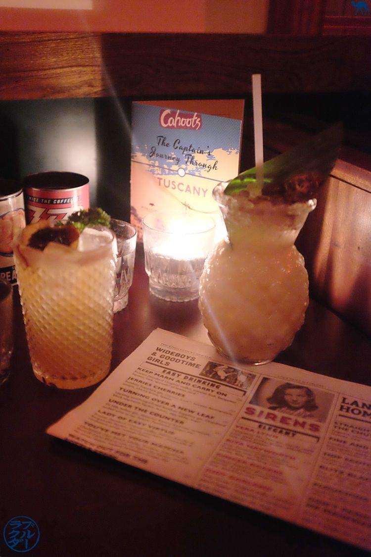Le Chameau Bleu - Blog Voyage Londres - Cahoots bar à cocktails dans Soho à Londres