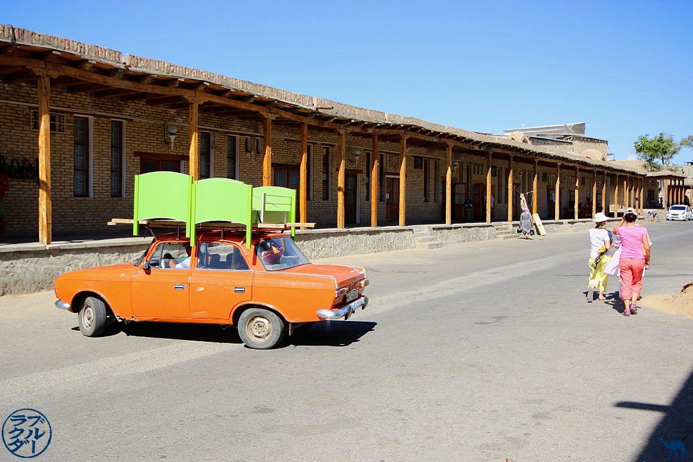 Le Chameau Bleu - Blog Voyage Ouzbékistan - Lada d'une autre époque