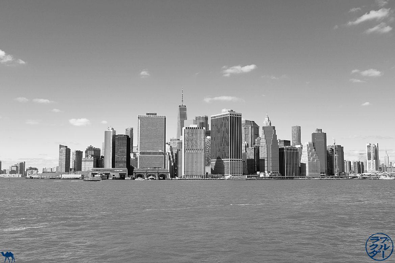 Le Chameau Bleu - Blog Voyage New York City Skyline de New York depuis la Navette revenant de Red Hook - USA