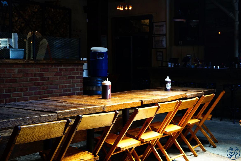 Le Chameau Bleu - Salle du restaurant Hometown BBQ à RedHook Brooklyn - voyage à New York