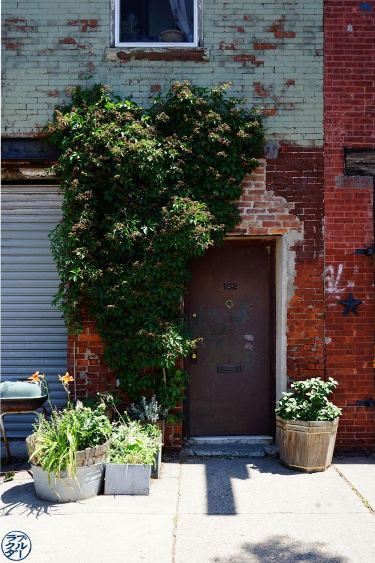 Le Chameau Bleu - Balade a Red Hook Dans Brooklyn New York - Décor du quartier