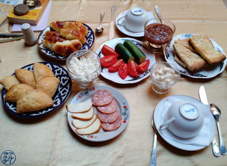Le Chameau Bleu - Blog Voyage Ouzbékistan - Le petit Déjeuner au Mirzaboshi Khiva OUzbékistan