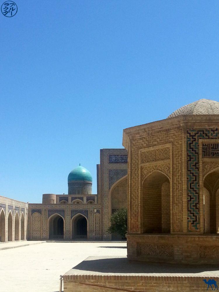 Le Chameau Bleu - Blog Voyage Ouzbékistan - Cour et Bâtiment de la Mosquée Kalan - Asie Centrale