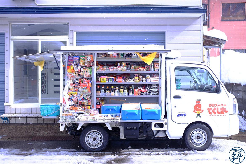 Le Chameau Bleu - Voyage au Japon dans le Tohoku - Kakunodate - restaurant fermant tardLe Chameau Bleu- Voyage au Japon dans le Tohoku - Camion Kombini à Kakunodate