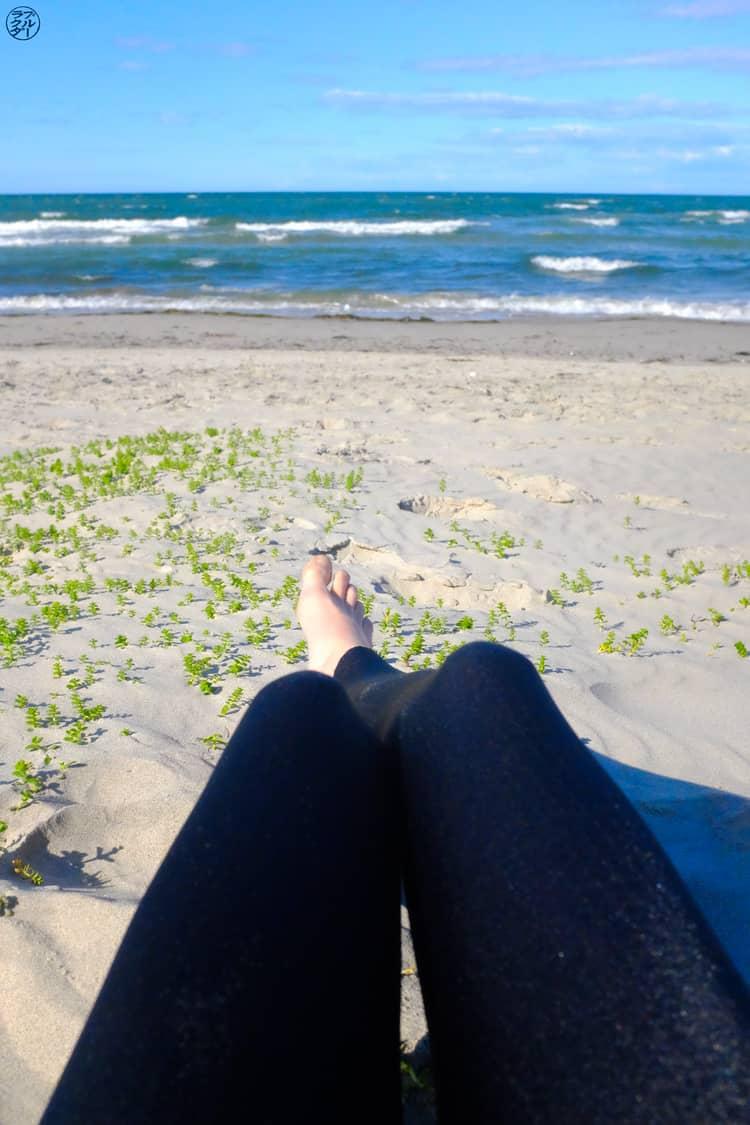 Le Chameau Bleu - Blog Voyage et Outdoor - Plage avec Legging Anita