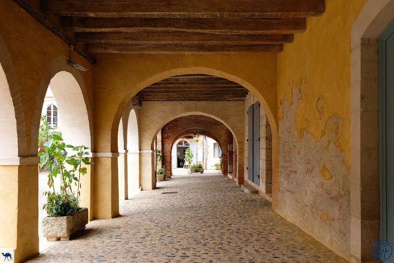 Le Chameau Bleu - Blog Voyage Tarn Et Garonne en Vélo - Arcades d'Auvillar