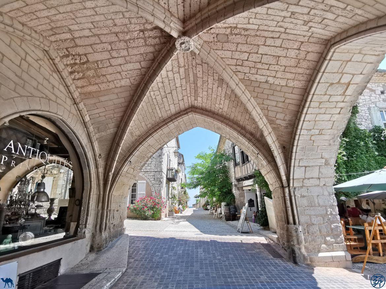 Le Chameau Bleu - Blog Voyage Lot Et Garonne - Arcade de la Bastide de Monflanquin
