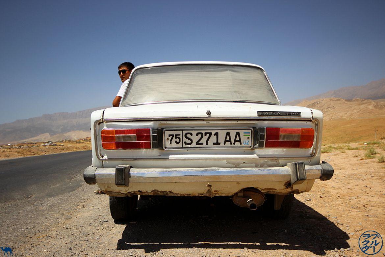 Le Chameau Bleu - Blog Voyage Ouzbékistan - Notre chauffeur à Boysun