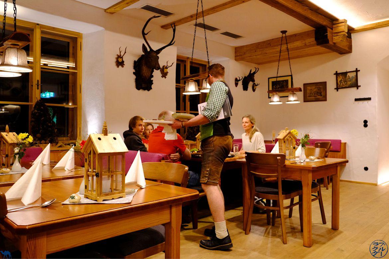 Le Chameau Bleu - Blog Voyage et Gastronomie - Adresse food au Dachstein Salzkammergut - Salle du Restaurant SteegWirt