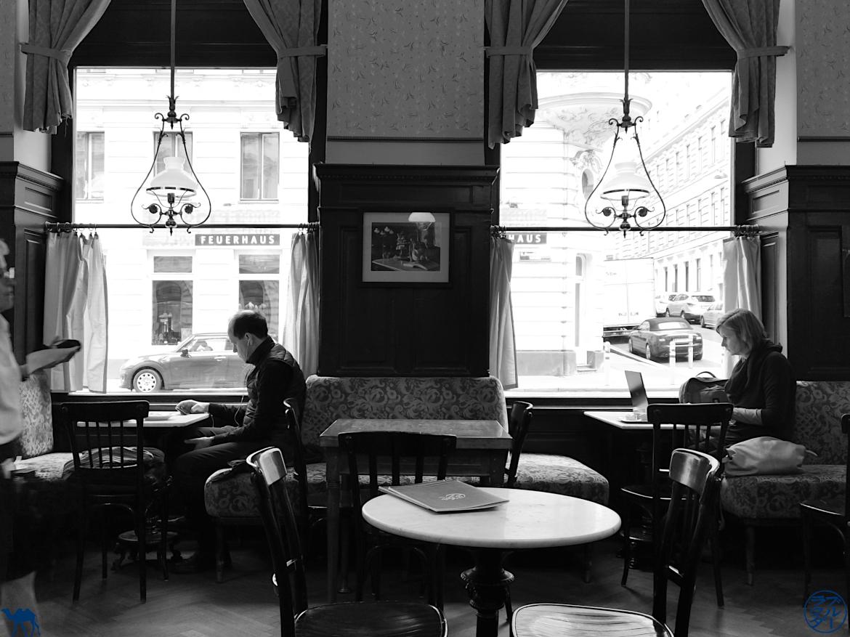 Le Chameau Bleu Blog Voyage Vienne - Client du Café Sperl