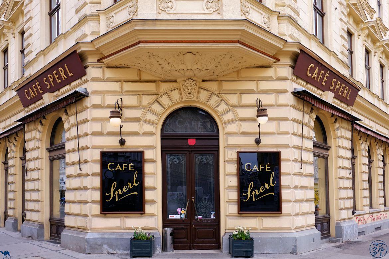 Le Chameau Bleu Blog Voyage Vienne - Facade du Café Sperl