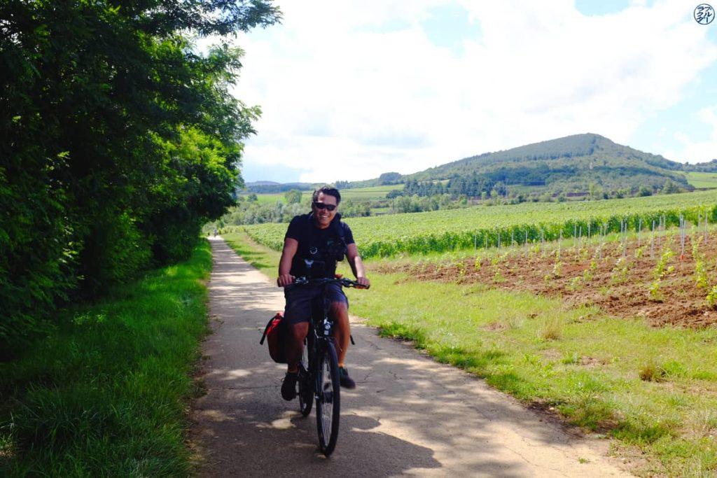 Le Chameau Bleu - Blog Voyage et Outdoor - Bourgogne Vélo  le long des vignes