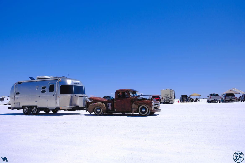 Le Chameau Bleu - Blog Voyage Salt Lake City - Voiture Vintage sur le Lac de sel BonneVille Flats