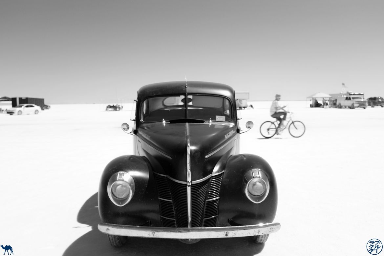 Le Chameau Bleu - Blog Voyage Utah - Bonneville Flats - La voiture et le Cycliste