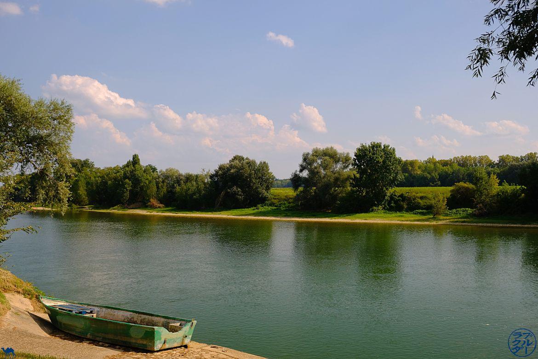 Le Chameau Bleu - Blog Voyage Canal des deux mers à Velo - Les pieds dans la Garonne