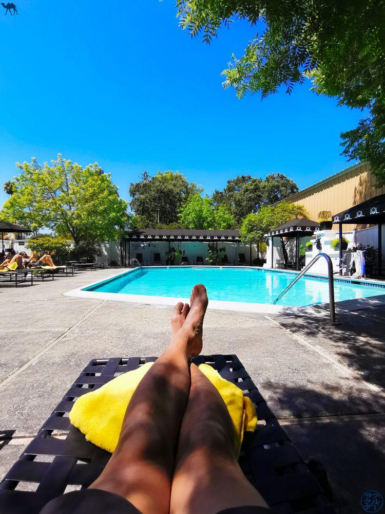 Le Chameau Bleu - Blog Voyage Napa Valley - Piscine de l'Hotel Mount View à Calistoga