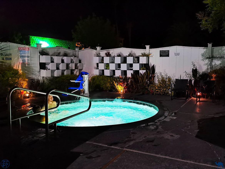 Le Chameau Bleu - Blog Voyage Napa Valley - Jacuzzi de l'Hotel Mount View à Calistoga