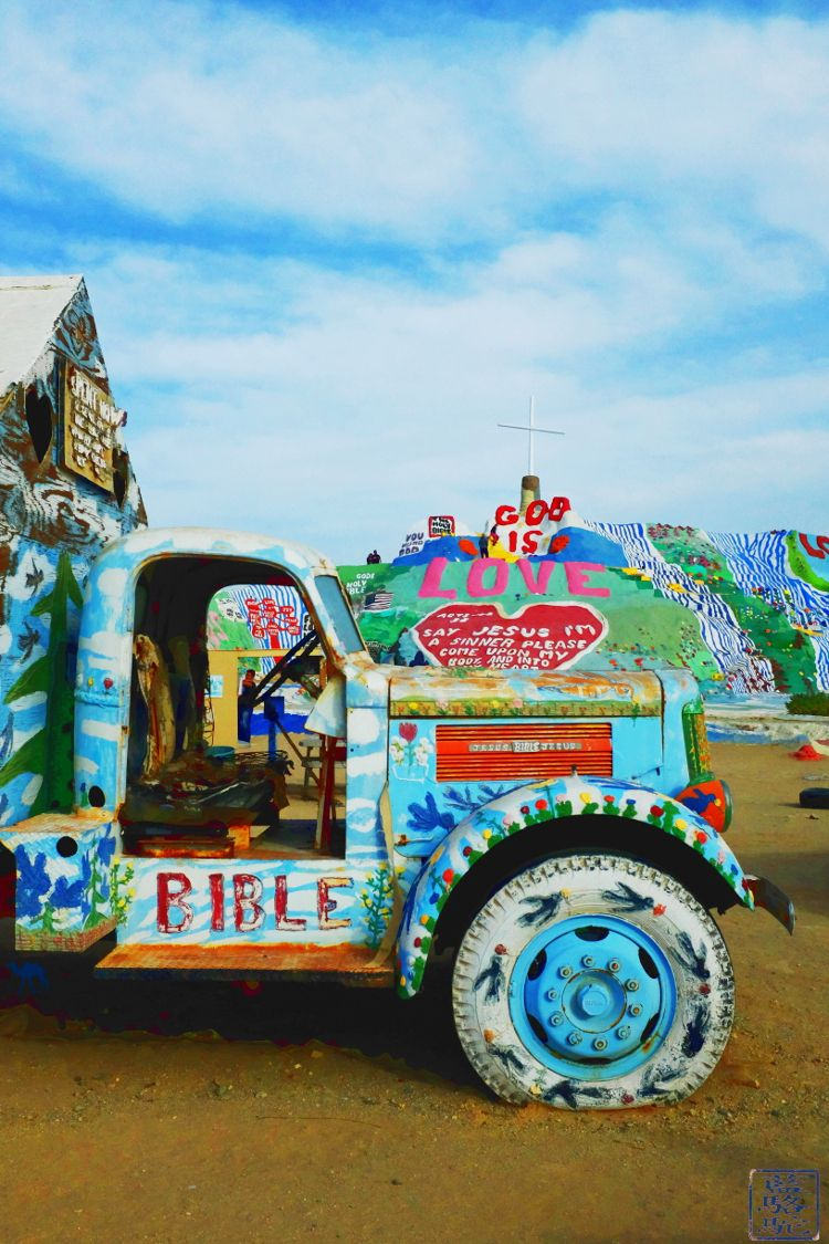 Le Chameau Bleu - Blog Voyage Californie -Paysage à Salvation Mountain en Californie du Sud USA