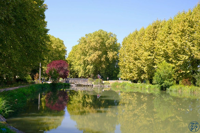 Le Chameau Bleu - Blog Voyage à vélo en Gironde - Ecluse du Canal des deux mers à vélo
