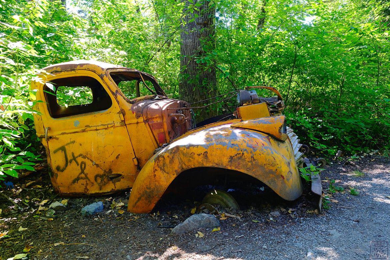 Le Chameau Bleu - Blog Voyage Canada - Carcasse de voiture du coté d'alto lake - whistler - Canada