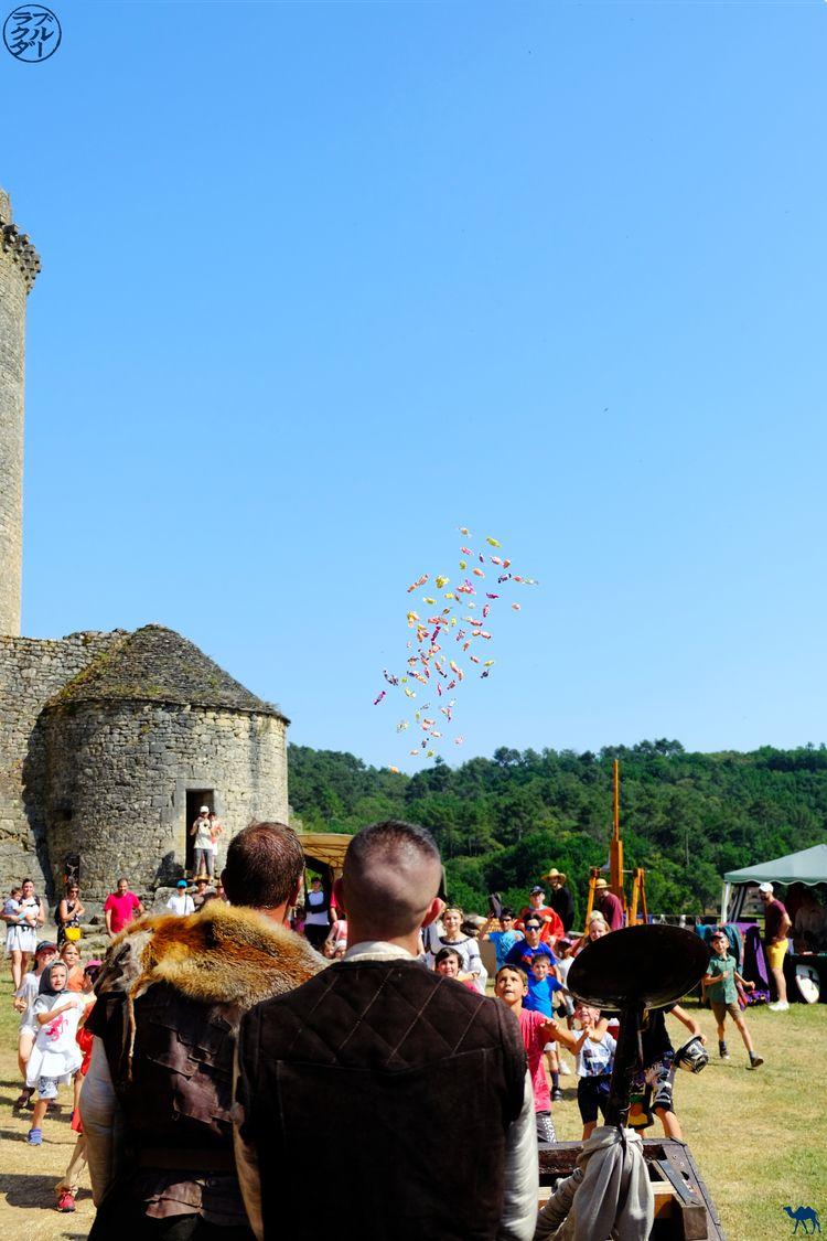 Le Chameau Bleu - Blog Voyage Château de Bonaguil - Catapulte à bonbon