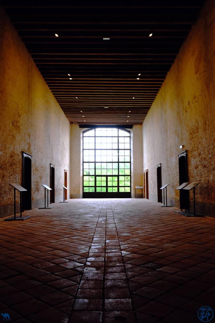 Le Chameau Bleu - Blog Voyage et Cuisine - Couloir Graffiti Abbaye Belleperche - Tarn Et Garonne