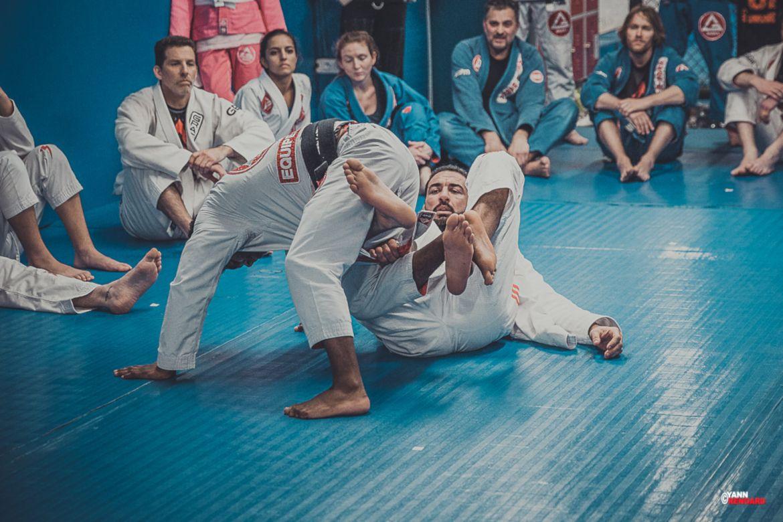 Le Chameau Bleu - Blog Sport - Cours de JJB a la Gracie Barra academy Paris