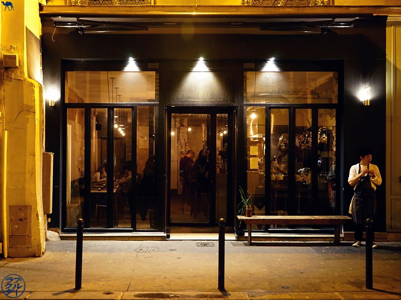 Devanture du restaurant gastronomique Dersou à Paris - Le Chameau Bleu - Blog Gastronomie Paris