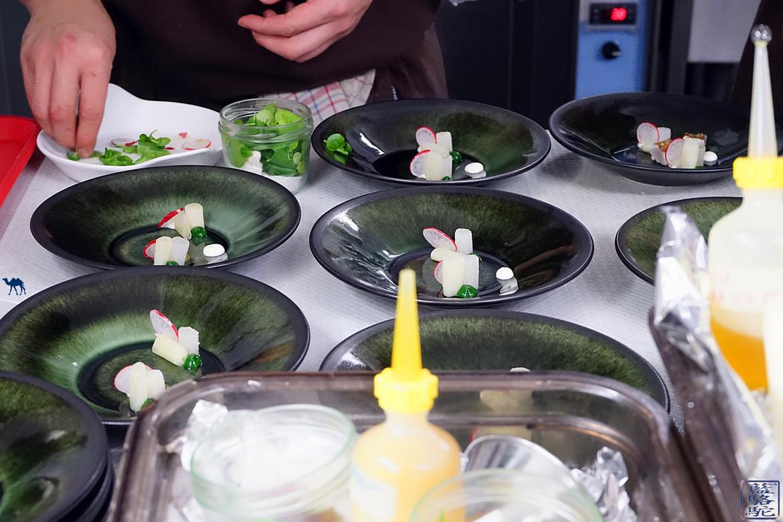 Le Chameau Bleu - Blog voyage et Gastronomie - Atelier d'Edmond en plein dressage - Val d'Isère