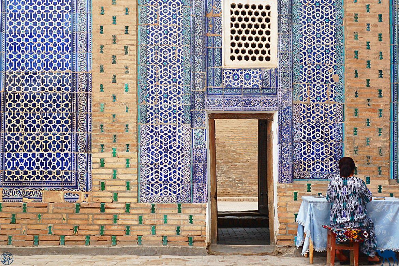 Le Chameau Bleu - Blog Voyage Ouzbékistan - la femme ouzbek en mode camouflage