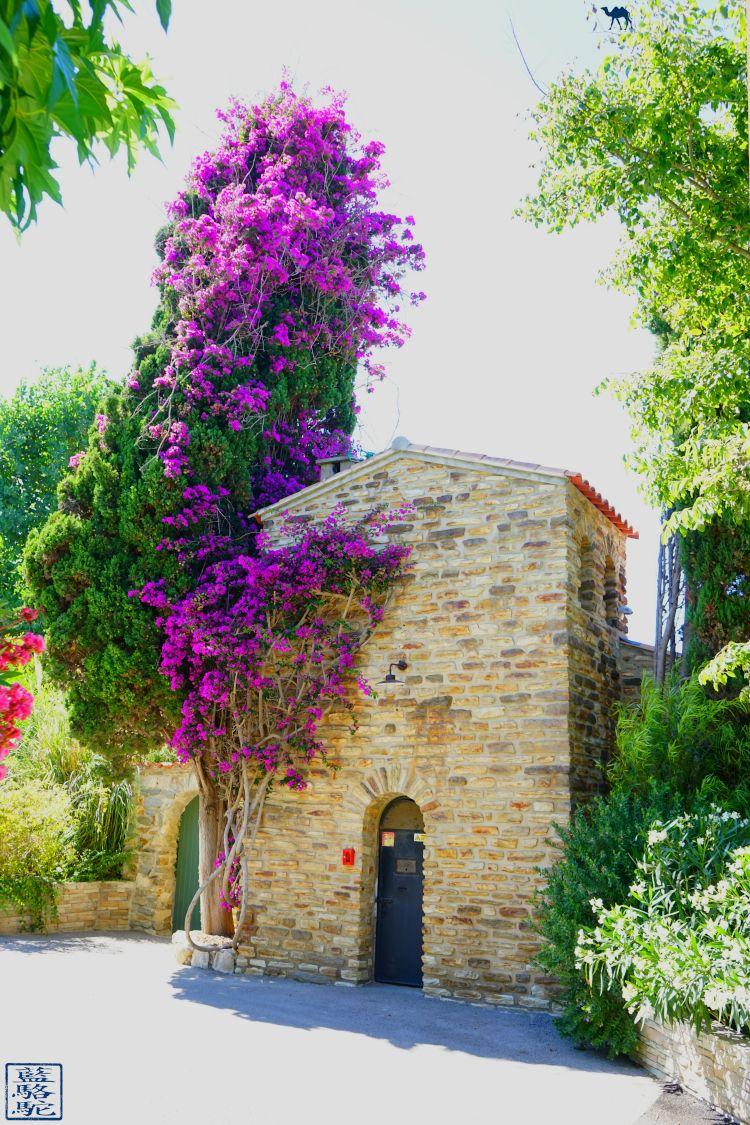 Le Chameau Bleu - Blog Voyage Var Embiez - Batisse sur l'ile des Embiez - Var Vacance en Méditeranée