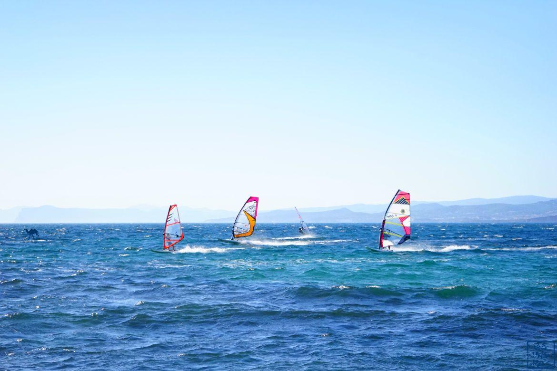 Le Chameau Bleu - Blog Voyage Var Six Fours les Plages - Véliplanchiste sur la plage du Brusc