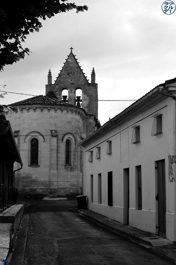 Le Chameau Bleu - Blog Voyage en Gironde à vélo - Mur Clocher de Frontenac Gironde