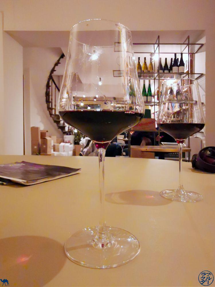 Le Chameau Bleu - Blog Escapade à Gand - Bar à vin Vino Grad Off - Verre de vin
