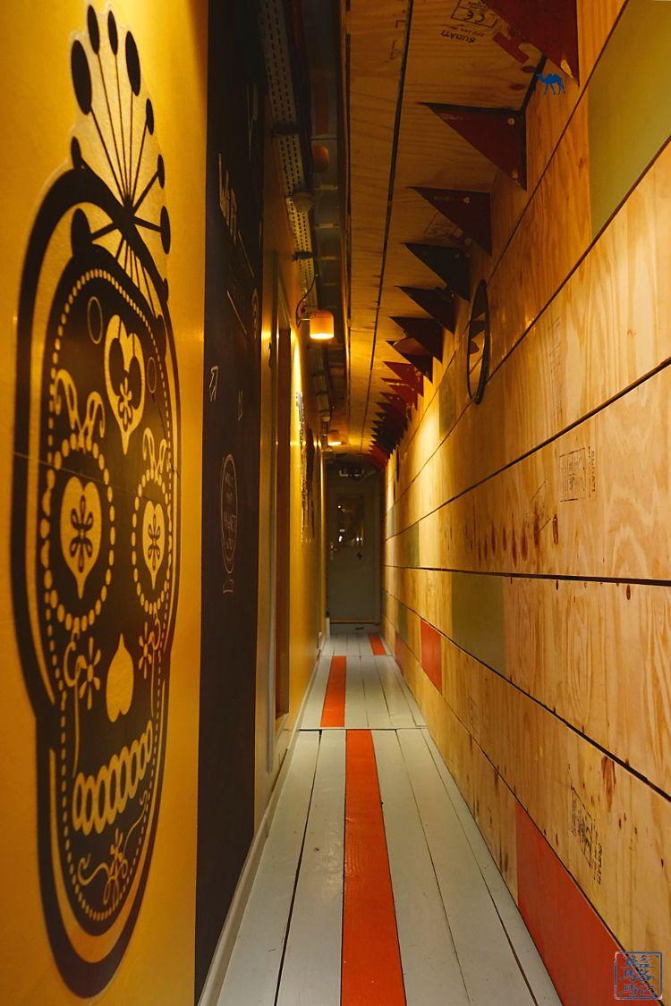 Le Chameau Bleu - Blog Voyage Gand Belgique Hotel - Couloir de l'ecohostel Hébergement à Gand