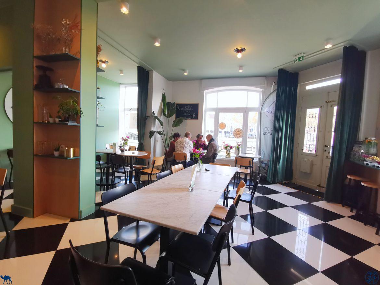 Le Chameau Bleu - Blog Voyage - Adresses Slow Food à Gand - Café Valeir - Salle