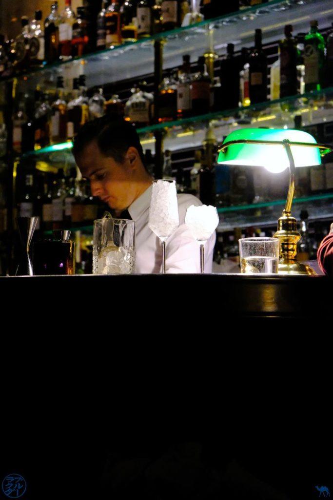 Le Chameau Bleu - Blog Voyage Gand Belgique - Barman The Cobbler