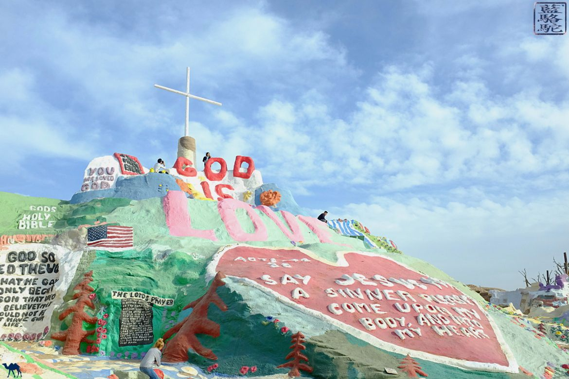 Le Chameau Bleu - Blog voyage Californie - Balade à Salvation Mountain en Californie du Sud