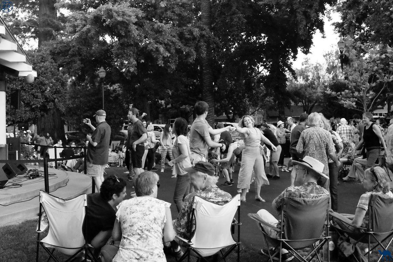 Le Chameau Bleu - Blog Voyage Napa Valley - Danse au Bal populaire à Healsburg Californie
