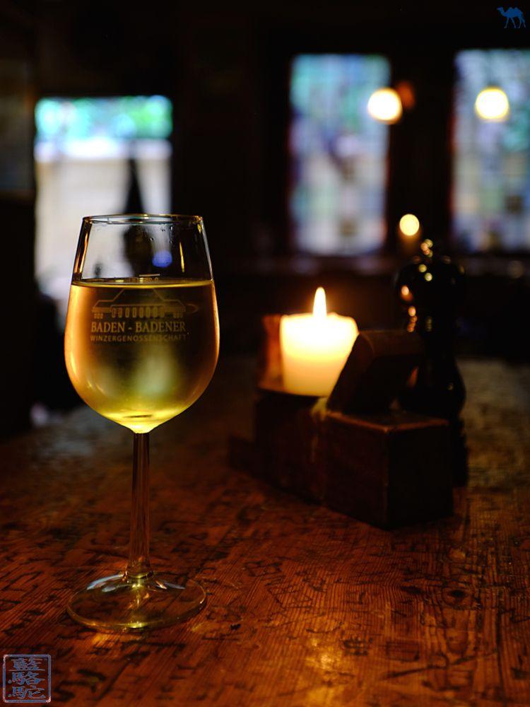 Le Chameau Bleu - Blog Voyage Heidelberg Allemagne - Vin blanc du Schnitzelbank à Heidelberg Altstadt