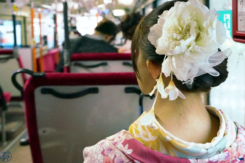 Le Chameau Bleu - Blog Voyage Japon - Geisha dans le Bus