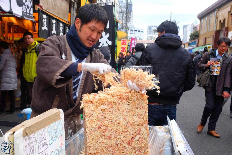 Le Chameau Bleu - Blog Voyage Tokyo Tsukiji - Vendeur de poisson séché à Tsukiji Tokyo