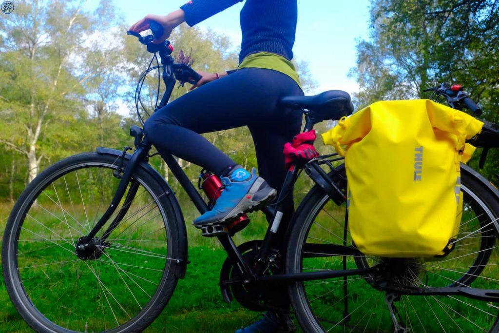 Le Chameau Bleu - Blog Voyage et Outdoor - Velo avec Legging Anita